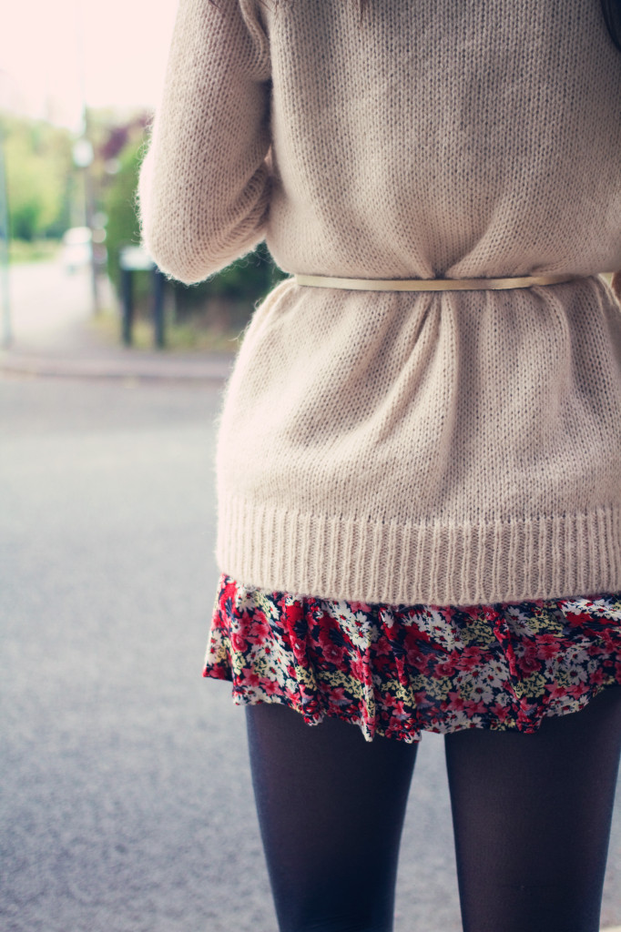cream-cardigan-gold-belt