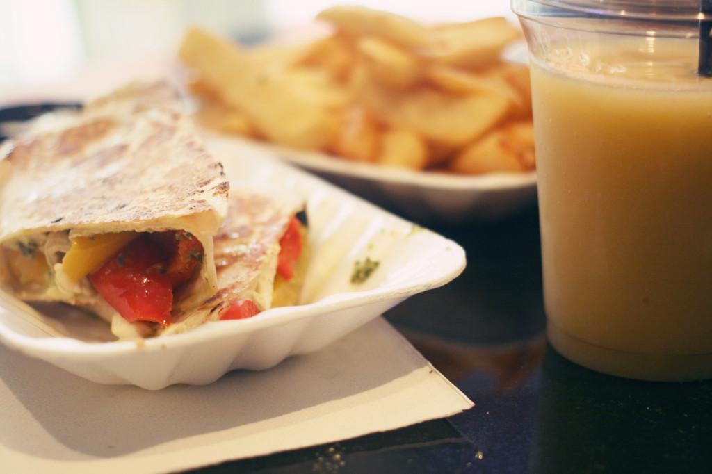 moka-express-veggie-wrap-smoothie