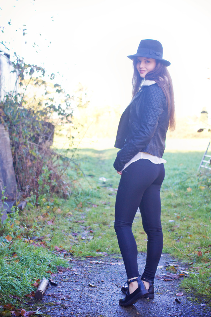 black-boots-black-leggings