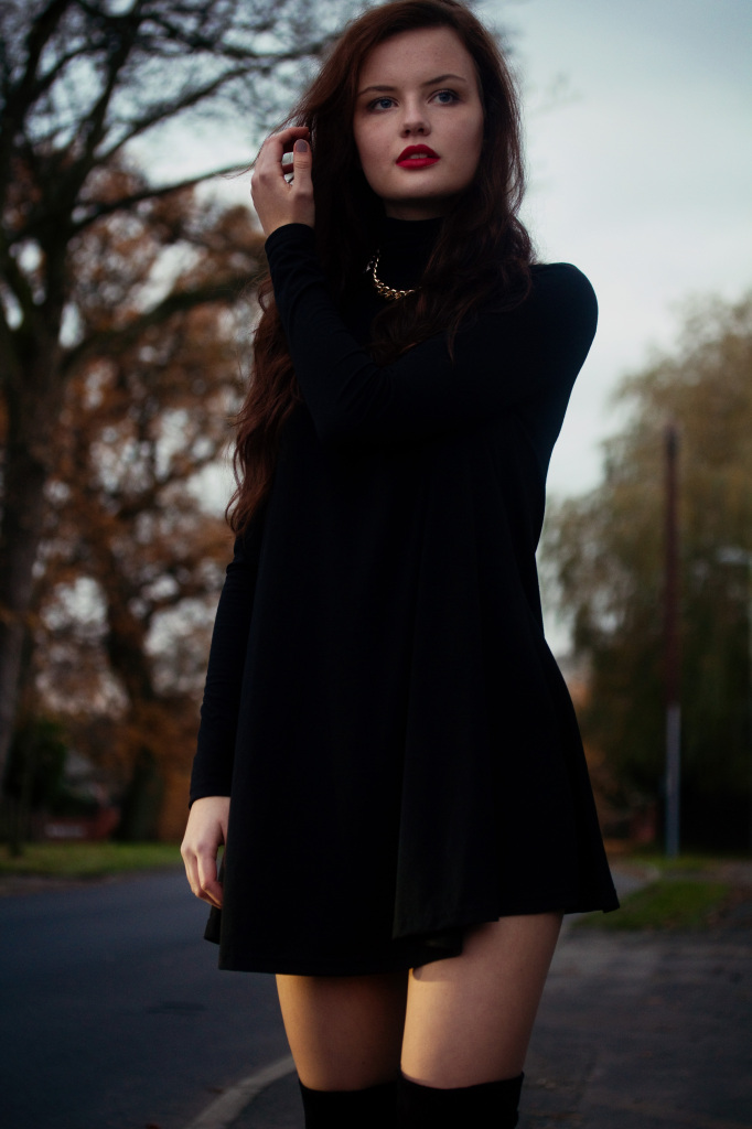 Swingy Black And Over The Knees Ootd Joli House