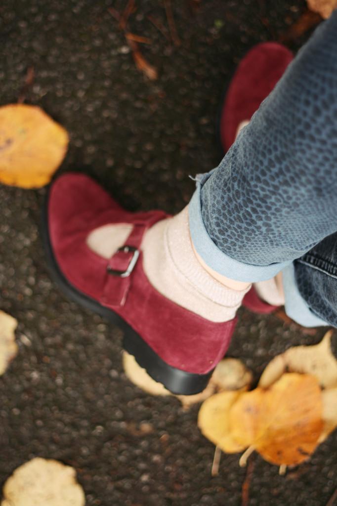 burgundy-shoes-snakeskin-jeans