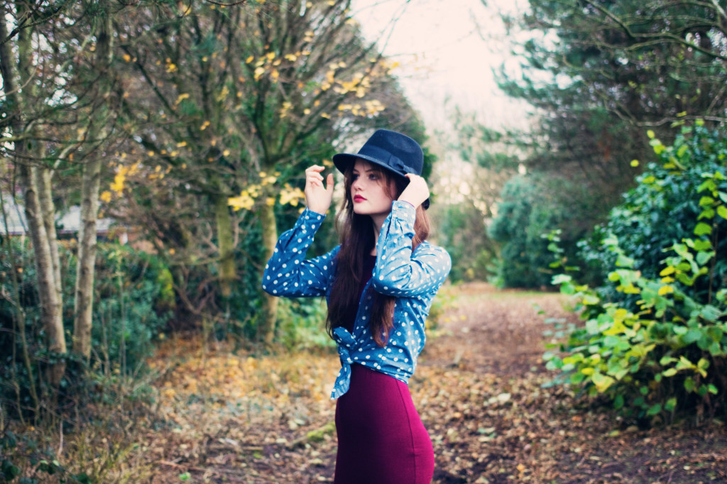 black-fedora-with-blue-spotted-shirt