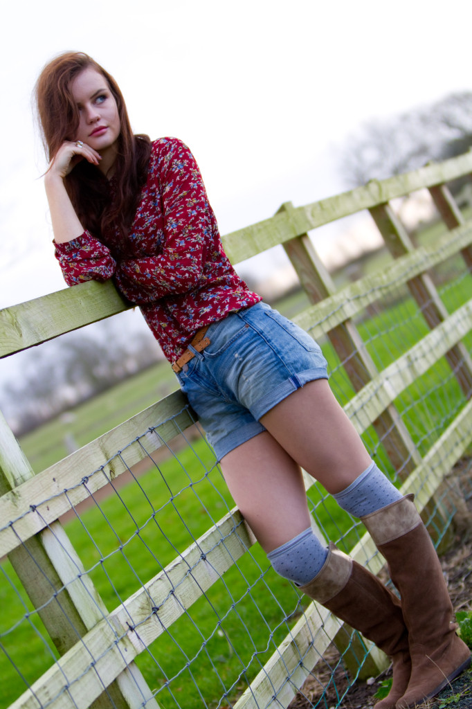 ditsy-shirt-leaning-on-fence