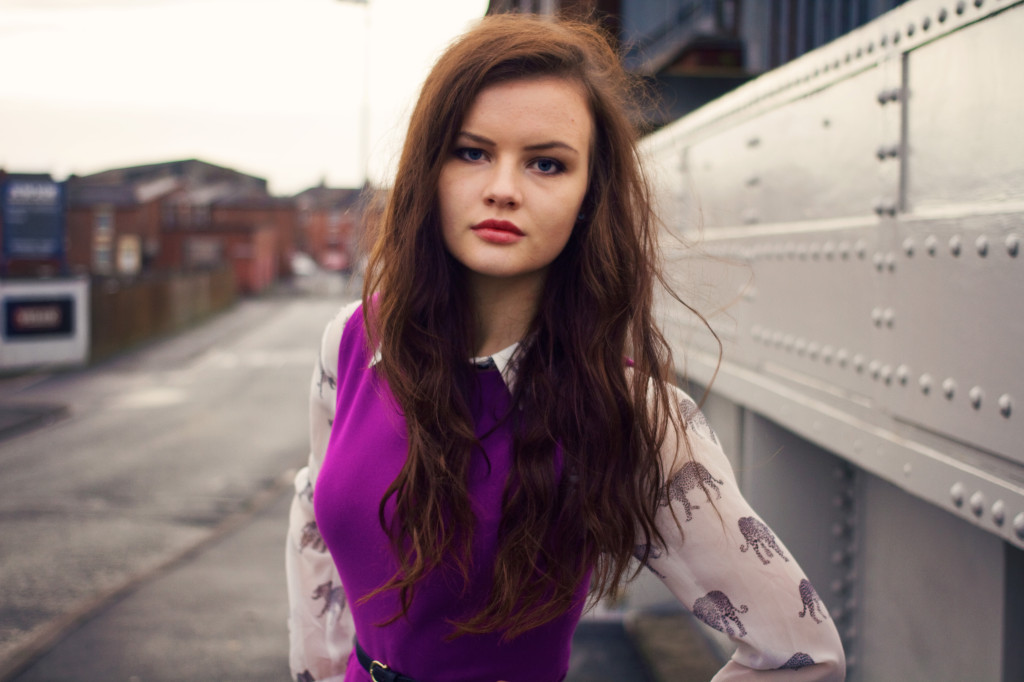 messy-brunette-hair-purple-dress