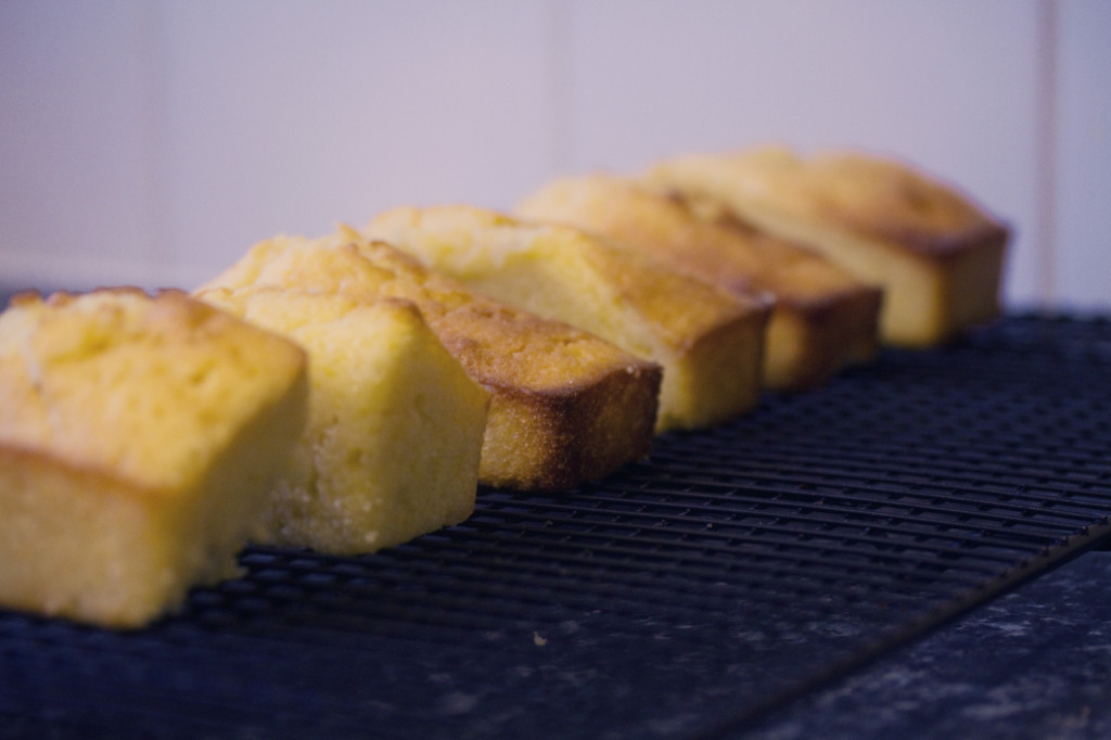 mini-lemon-drizzle-loaves
