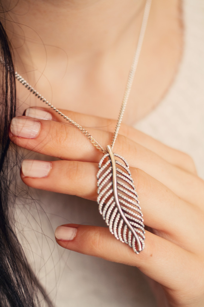 pandora-feather-necklace