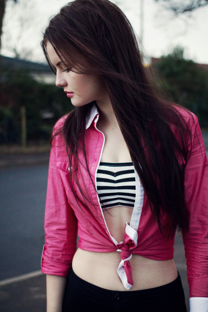 red-shirt-over-black-white-bandeau