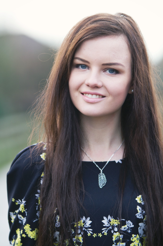 smiling-brunette-wearing-pandora-feather-pendant