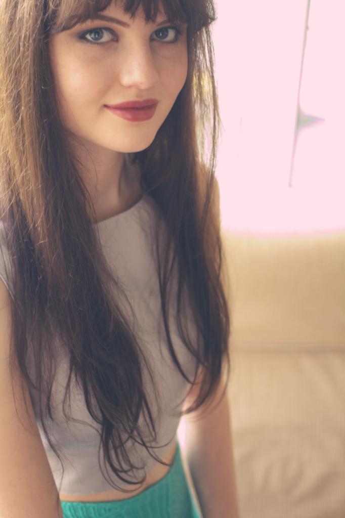 brunette-wearing-mac-lipstick-joli-house