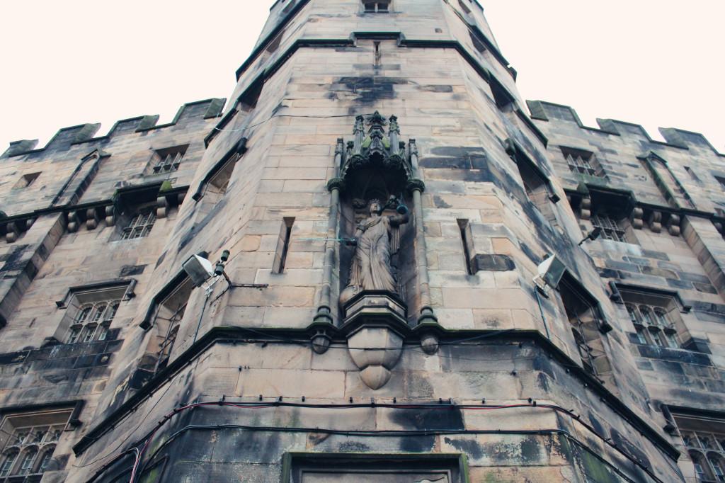 statue-lancaster-castle