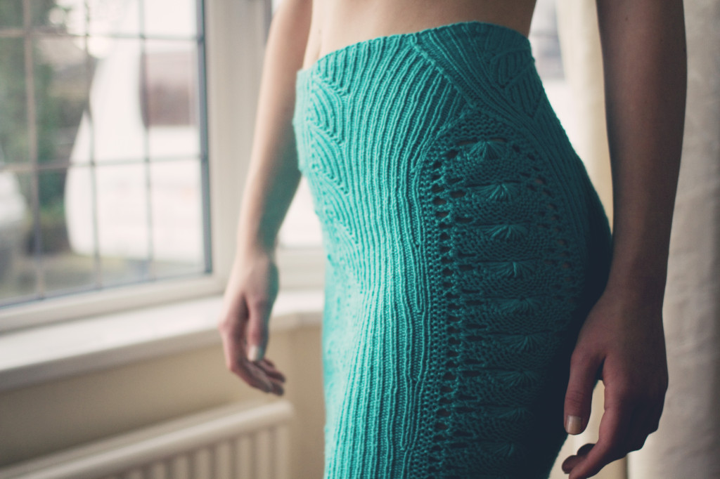 waist-detail-on-fitted-knit-skirt