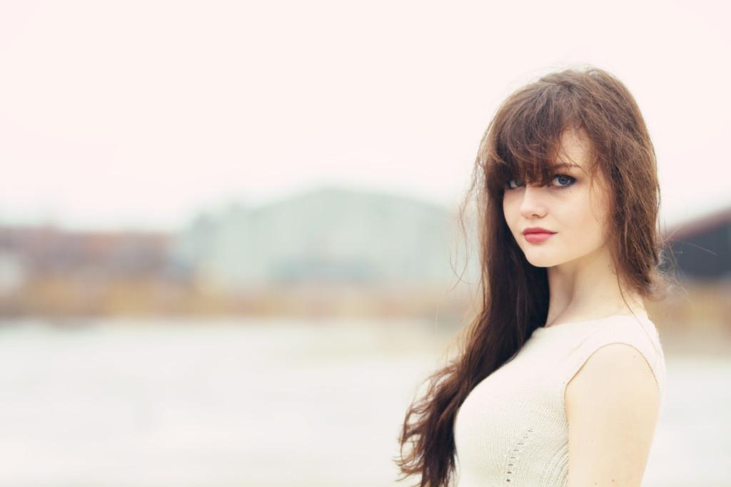 brunette-model-looking-sideways