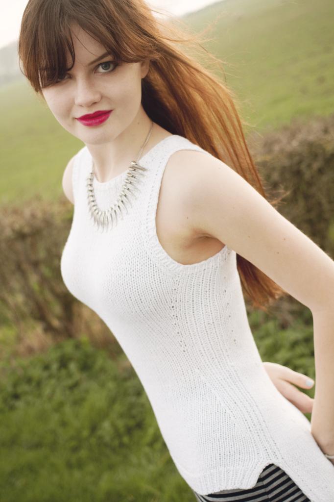 brunette-wearing-primark-necklace