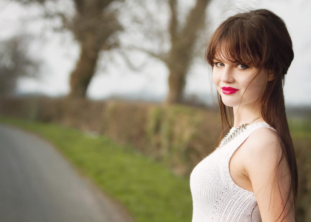 brunette-wearing-white-knit-top