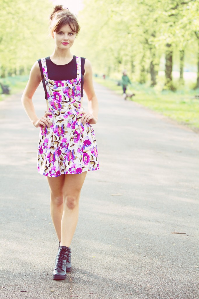 floral-pattern-pinafore-dress