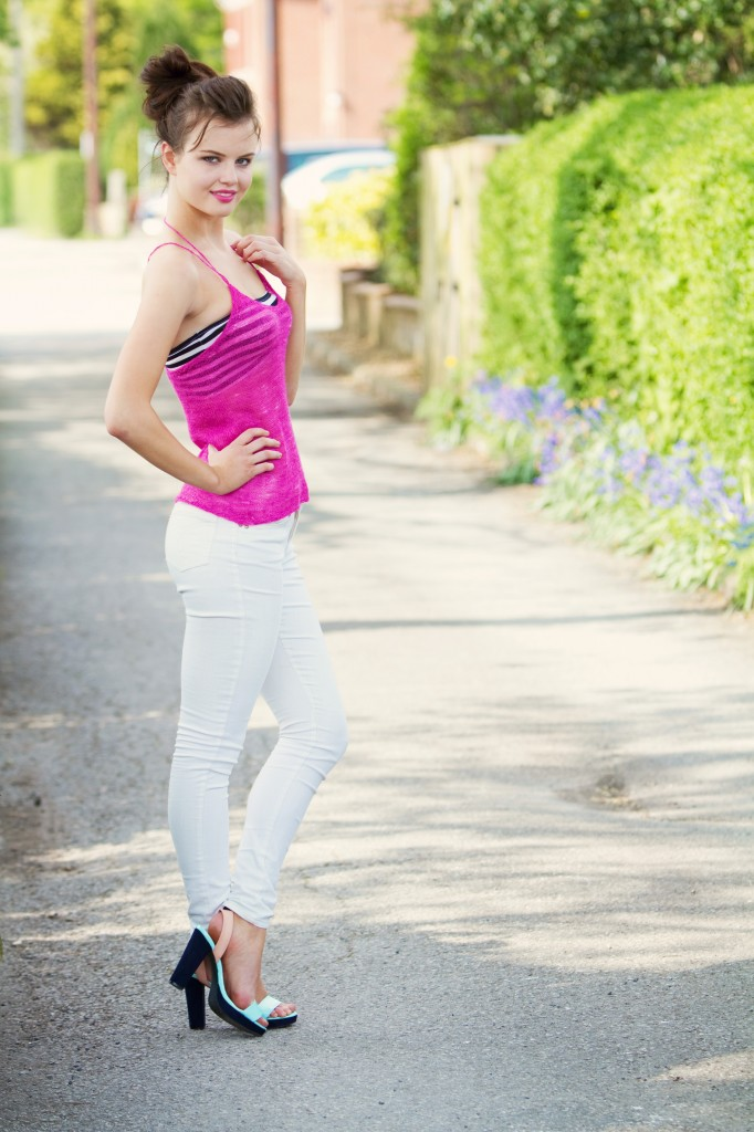 pink-camisole-top-white-skinny-jeans
