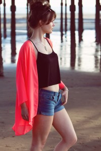 UK teen fashion blogger wearing coral kimono over denim shorts