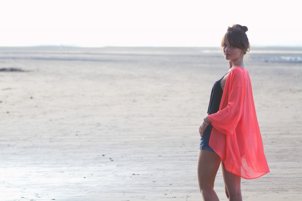 h&m-pink-kimono-denim-cutoffs