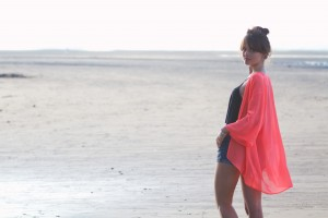 UK teen fashion blogger with floaty coral kimono