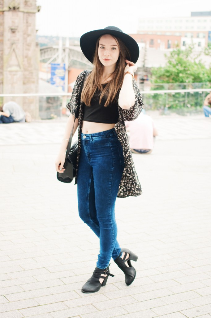 floral-kimono-with-jeans-and-black-fedora
