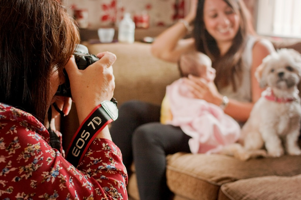 photographer-shooting-baby-and-mum