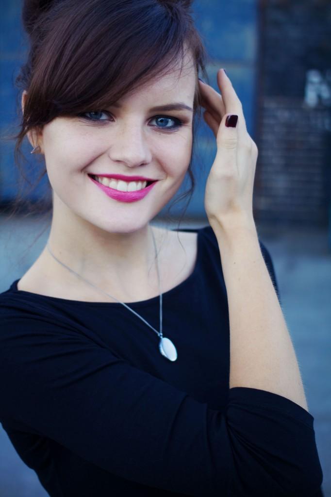 brunette-wearing-silver-locket