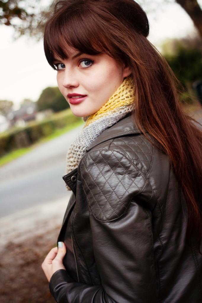 brunette-looking-over-shoulder