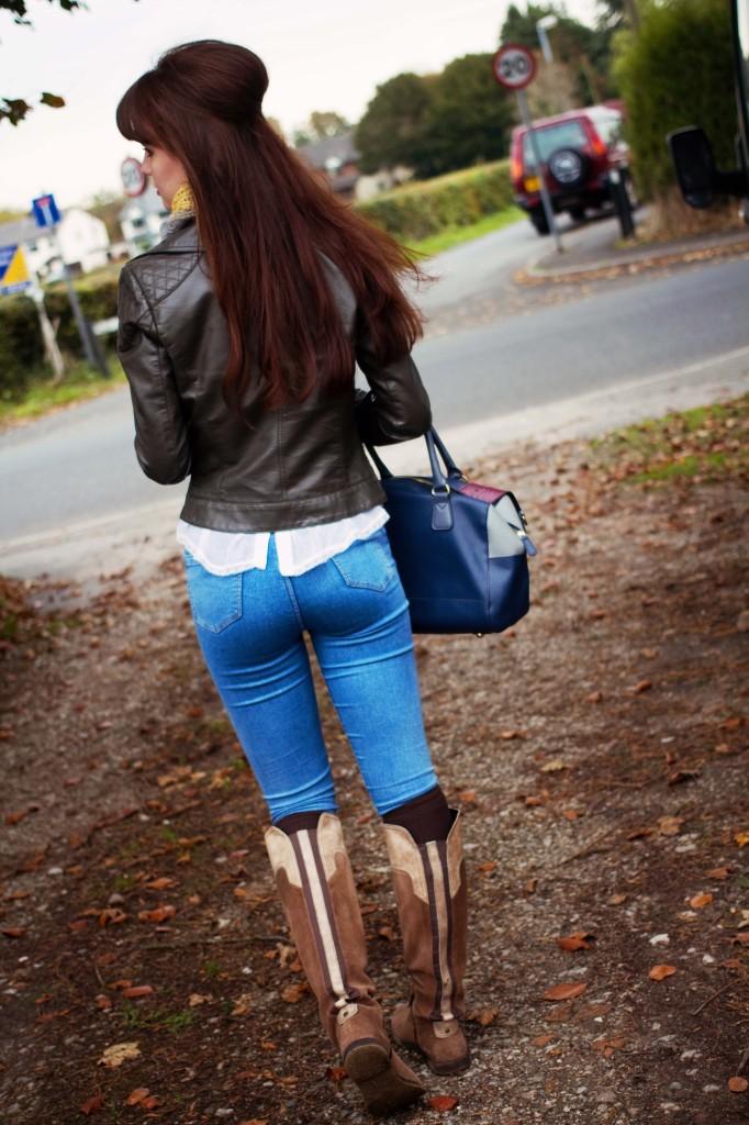 brunette-wearing-joni-jeans