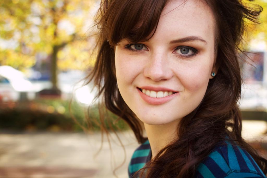 smiling-brunette