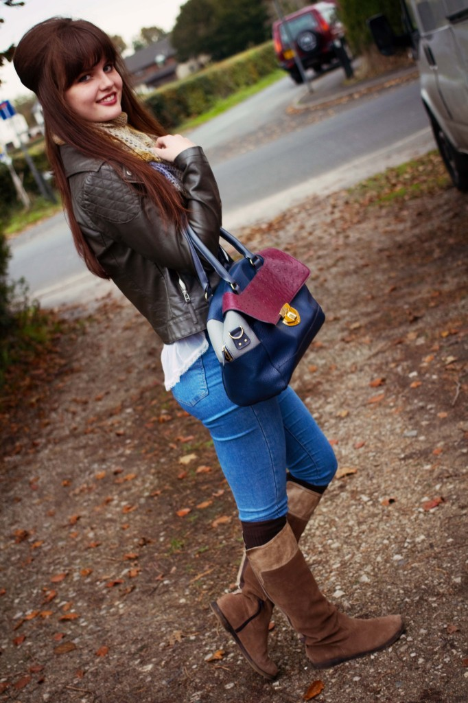 smiling-brunette-wearing-joni-jeans