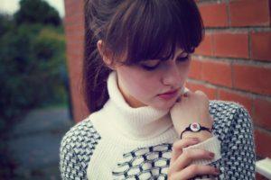 Brunette blogger with full fringe