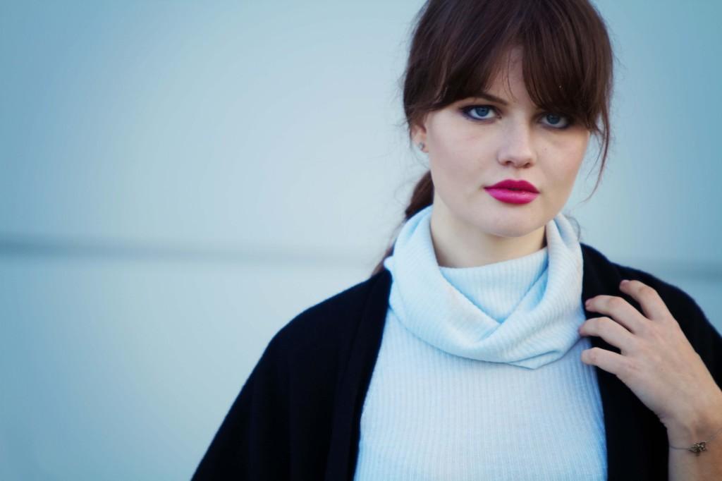 pink-lipstick-black-topshop-cape