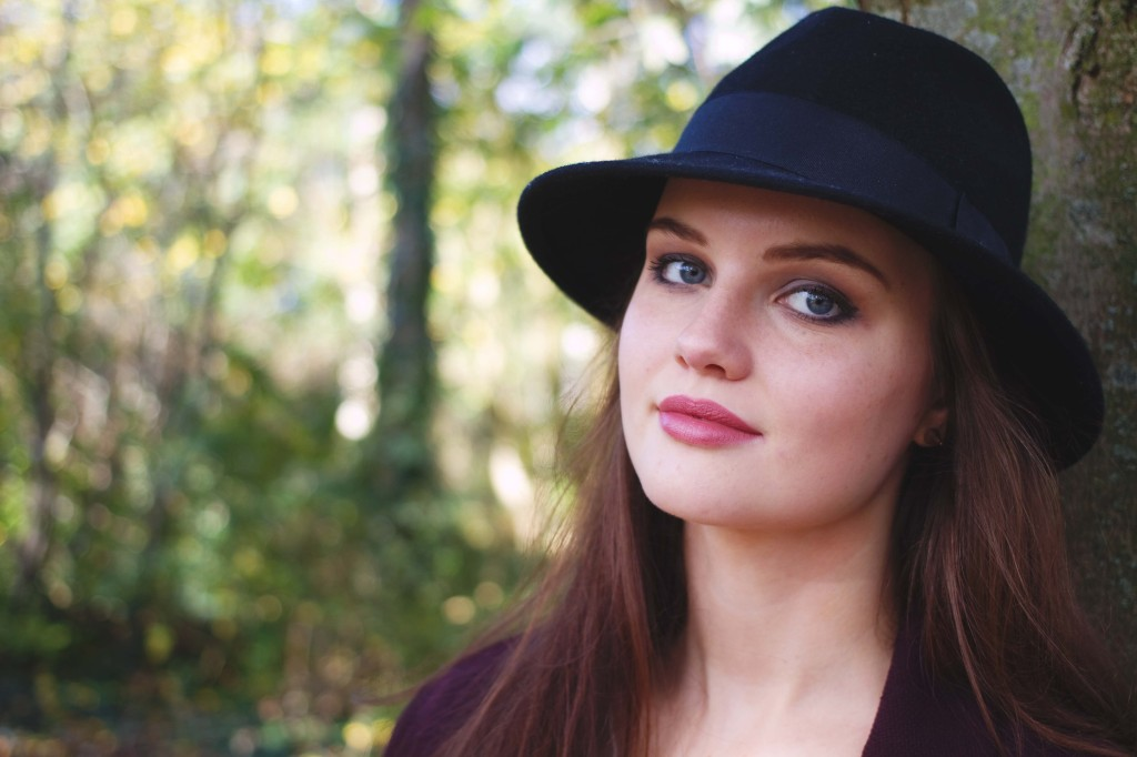 smiling-brunette-wearing-black-fedora