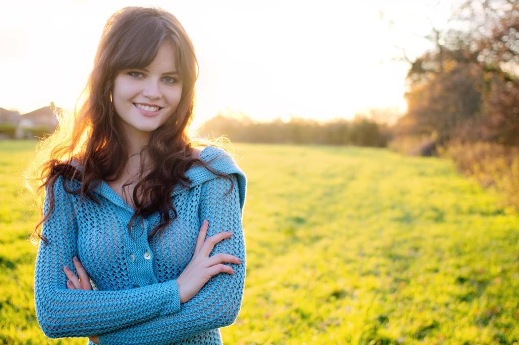 smiling-lily-kate-france-wearing-ysolda-teague-laika-cardigan-B