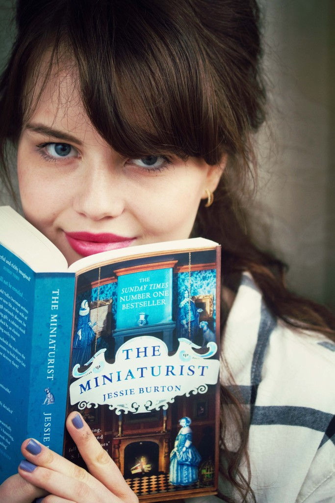 brunette-blogger-reading-the-miniaturist
