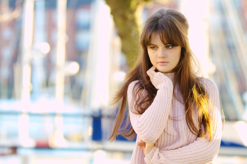 blogger-wearing-pink-roll-neck