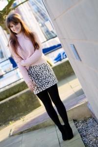 UK teen blogger wearing pale pink rib sweater and animal print skirt