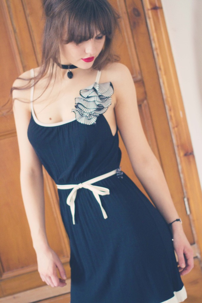 gatsby-dress-with-striped-flower-trim