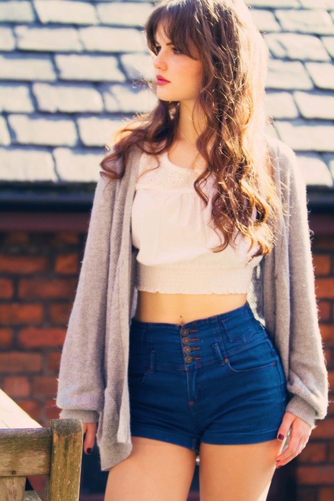 high-waisted-shorts-teen-outfit