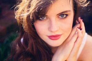 Blogger with wavy brunette hair and blue eyes