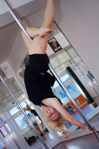 Emma from ECN getting upside down on pole