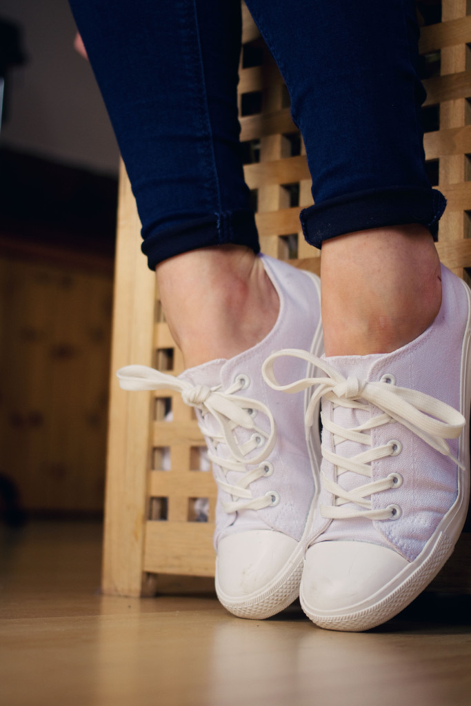 white-new-look-plimsolls