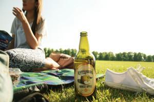 Drinking Koppaeberg cider on park picnic