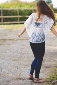 Teen blogger wearing lace top and skinny high-waist jeans