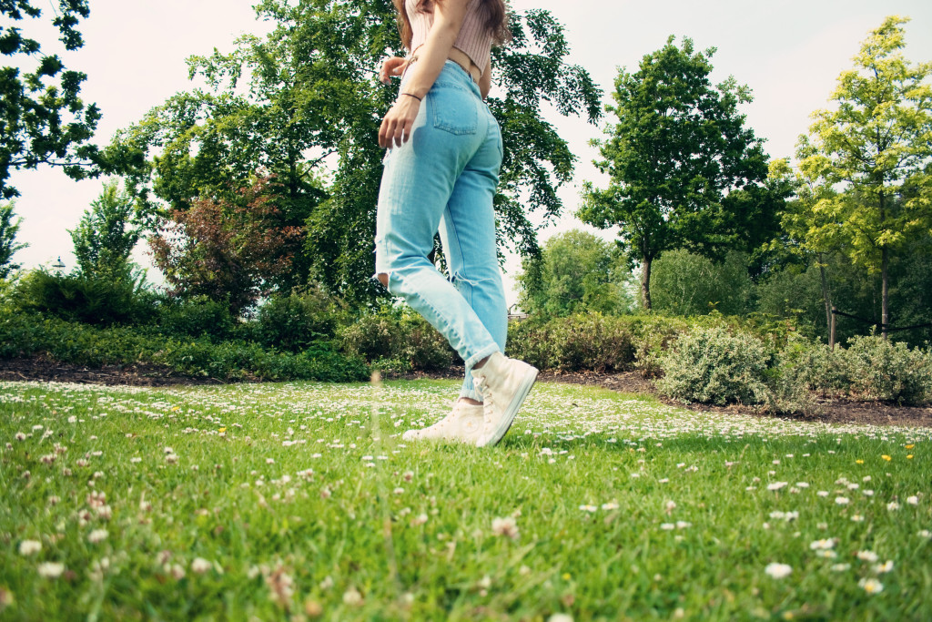 mom-jeans-daisies
