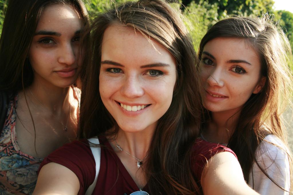 smiling-teens