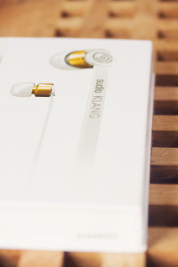 Packaging for white and gold Sudio earphones