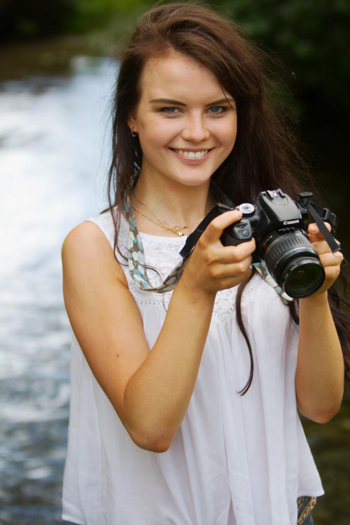 teen-blogger-next-to-stream