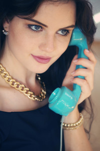 Teen girl on phone wearing chunky gold chain necklace