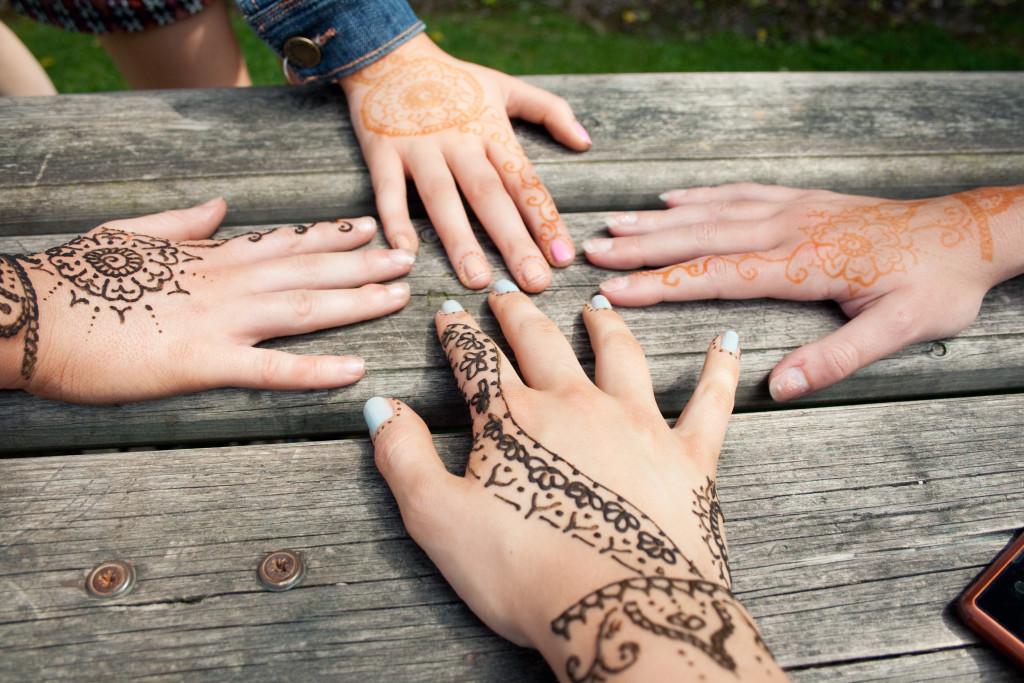henna-on-hands